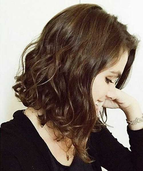 Angled-Lob-Hairstyle Alluring Short Curly Hair Ideas for Summertime