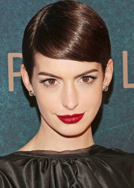 Anne-Hathaway-Deep-Side-Parting-Short-Hairstyles Popular Short Hairstyles for Women 2019