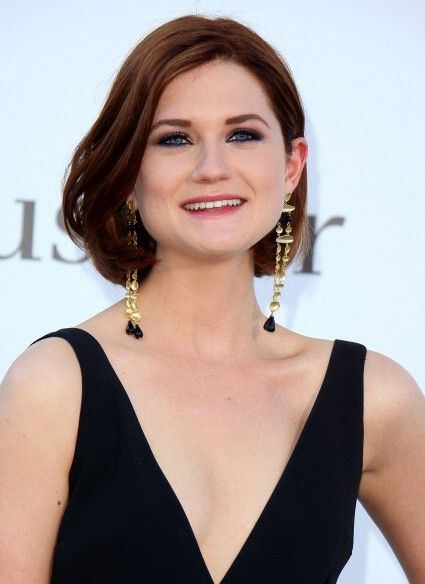 Bonnie-Wright-Short-Wavy-Bob-Hairstyle-for-Thick-Hair Popular Short Hairstyles for Women 2019