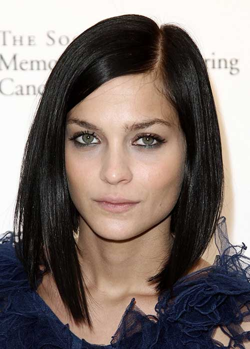 Brunette-Straight-Bob-with-Side-Apart Brunette Bob Hairstyles 2019