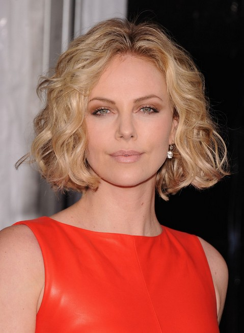 Charlize-Theron-Jaw-Length-Bob-Hairstyle-with-Waves Popular Short Hairstyles for Women 2019