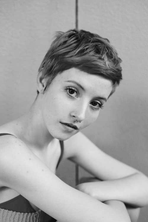 Chic-Layered-Short-Pixie-Cut-with-Short-Bangs Best Pixie Haircuts
