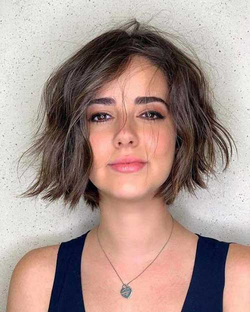 Cute-Messy-Wavy-Hair Wavy Short Hair Styles for Chic Ladies