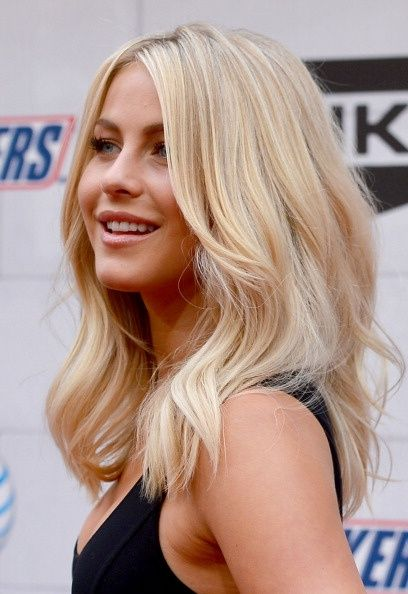 Gorgeous-Medium-Wavy-Blond-Haircut Fantastic Easy Medium Haircuts 2019 – Shoulder Length Hairstyles