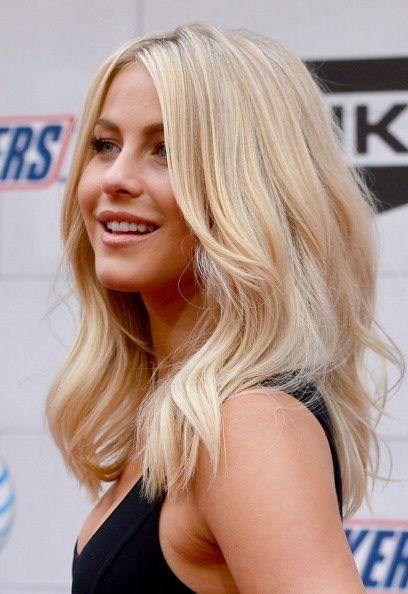 Gorgeous-Medium-Wavy-Blond-Haircut Fantastic Easy Medium Haircuts 2019 – Shoulder Length Hairstyles