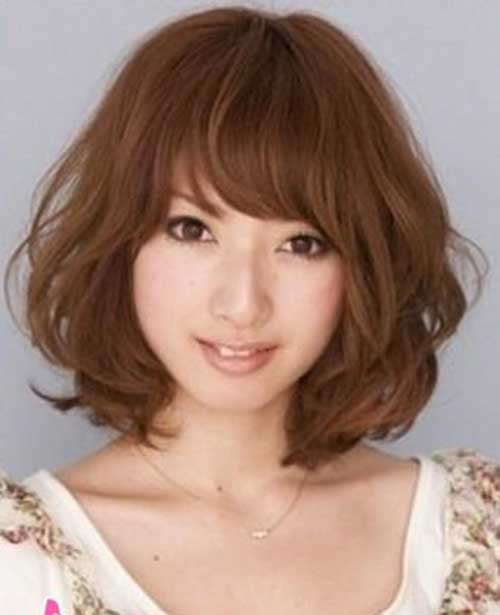 Japenese-Women's-Cute-Wavy-Hairstyle-and-Bangs Short Wavy Hairstyles With Bangs