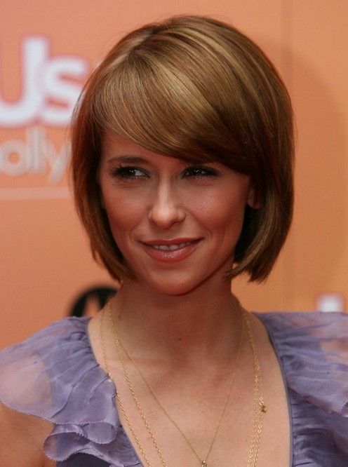 Jennifer-Love-Hewitt-Short-Rounded-Bob-Haircut-with-Side-Swept-Bangs Popular Short Hairstyles for Women 2019