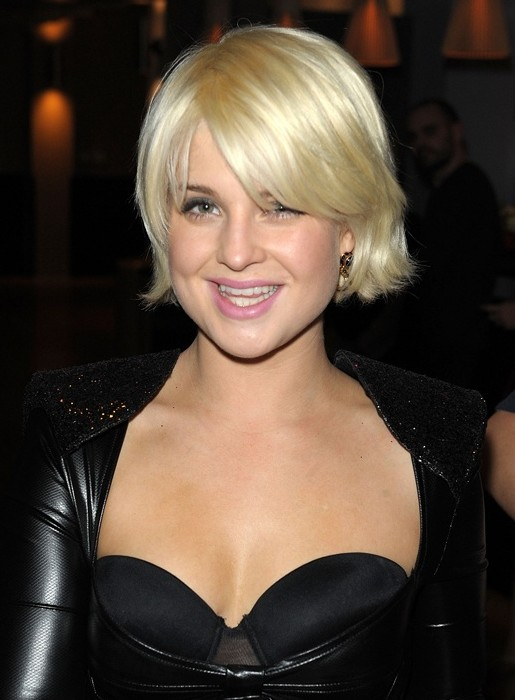 Kelly-Osbourne-Chin-Length-Bob-Hairstyle-with-Bangs Popular Short Hairstyles for Women 2019