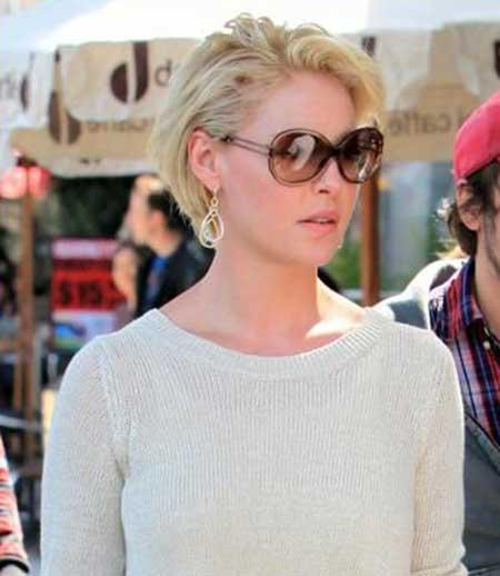 Medium-Elegant-Look New Short Blonde Hairstyles