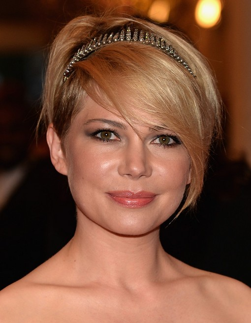 Michelle-Williams-Short-Hairstyle-with-Long-Bangs-for-Wedding Popular Short Hairstyles for Women 2019