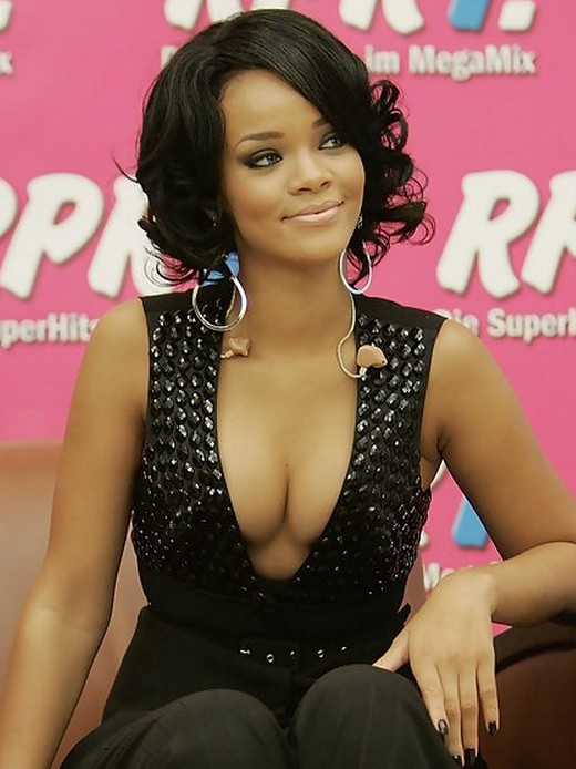 Rihanna-Short-Layered-Black-Curly-Hairstyle-for-Black-Women Popular Short Hairstyles for Women 2019