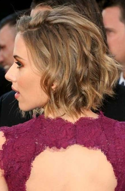 Scarlett-Johansson-Short-Hairstyles-Choppy-layers-and-dual-highlight-bob Popular Short Hairstyles for Women 2019