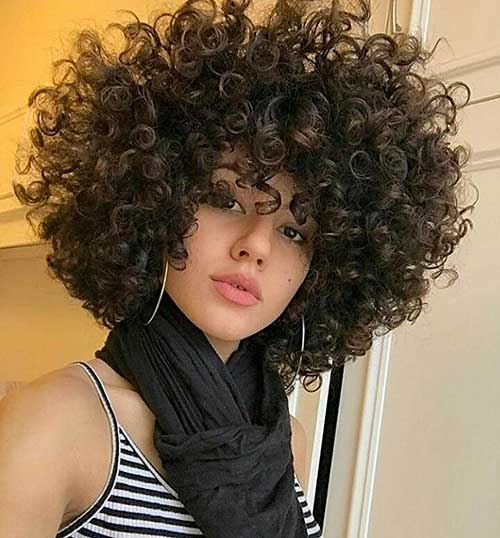 Short-Curly-Hairstyle Alluring Short Curly Hair Ideas for Summertime