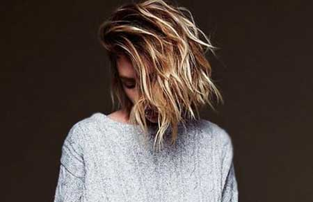 Side-Swept-Wavy-Long-Bangs-Hairstyle-for-Women Short Wavy Hairstyles 2019