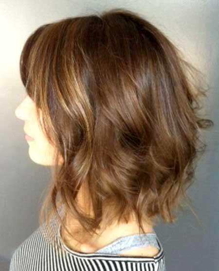 Top-View-of-Short-to-Medium-Bob-Wavy-Hairstyle Short Wavy Hairstyles 2019