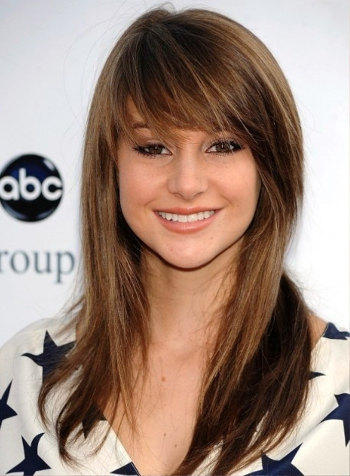 Long-Layered-Hairstyle-with-Side-Bangs Great Layered Hairstyles for Straight Hair 2019