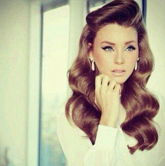 Long-Wavy-Retro-Hairstyle Elegant Retro Hairstyles 2019 – Vintage Hairstyles for Women