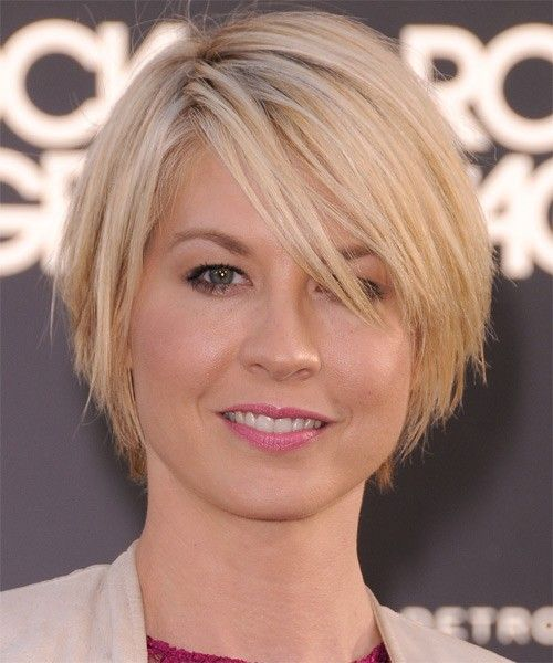 Short-Layered-Hairstyle-for-Thick-Straight-Hair Alluring Straight Hairstyles for 2019 (Short, Medium & Long Hair)