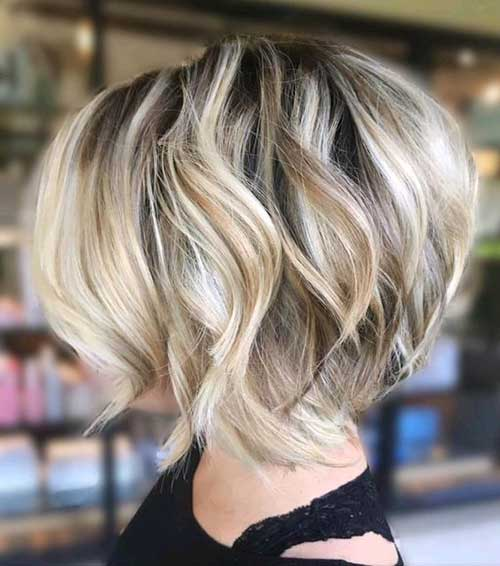 Stacked-Bob Short Wavy Hairstyles for Women with Style