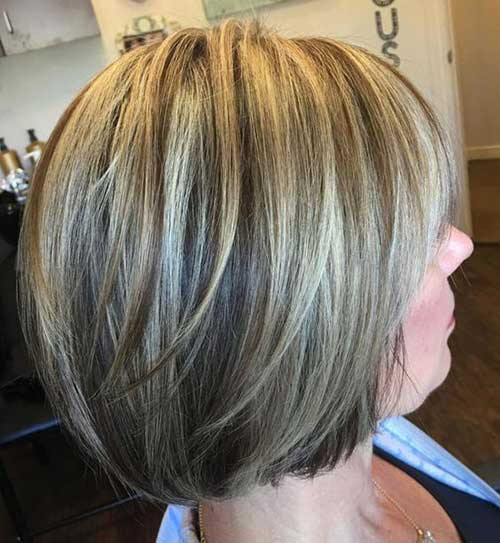 Blonde-Highlights Short Hairstyles for Women Over 40 to Explore New Look