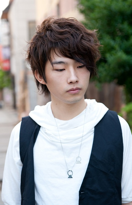 Curly-Korean-Hair-Style-for-Men Cool Korean and Japanese Hairstyles for Asian Guys