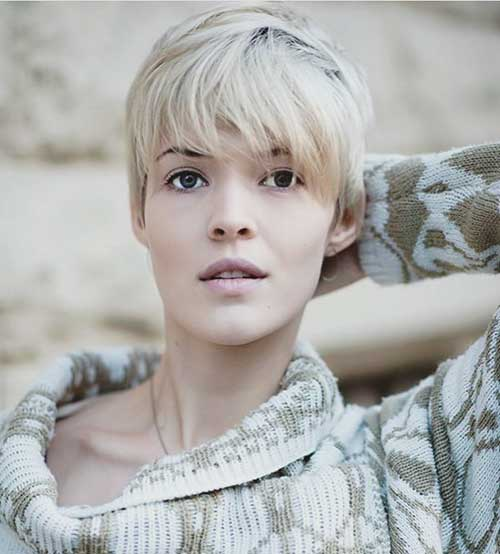 Light-Blonde-Bangs Best Short Hairstyle Ideas for Oval Faces
