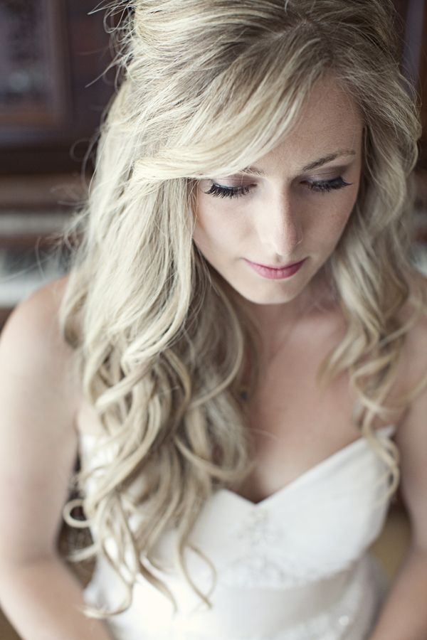 Loose-Long-Curly-Wedding-Hairstyle Perfect Curly Wedding Hairstyles