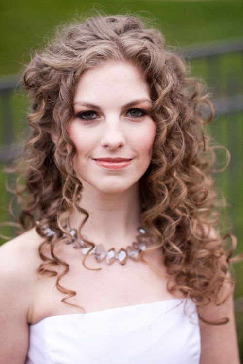 Lovely-Curly-Wedding-Hairstyle Perfect Curly Wedding Hairstyles