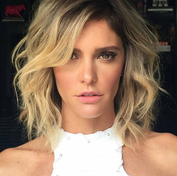 Medium-Wavy-Hairstyle-for-Blond-Hair Flattering Medium Hairstyles for 2019