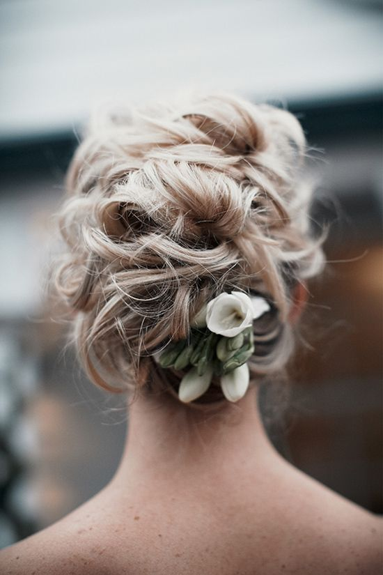 Messy-Curly-Wedding-Updo-Hairstyle Perfect Curly Wedding Hairstyles