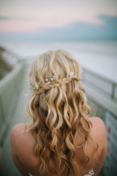 Pretty-Braided-Curly-Wedding-Hairstyle Perfect Curly Wedding Hairstyles