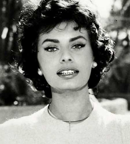 The-1950's-Style-for-Girls-with-Wavy-Hair Best Short Haircuts for Wavy Hair