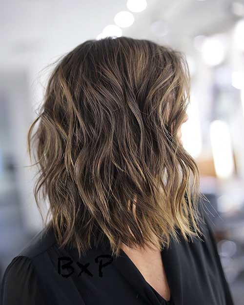 short-layered-hairstyles-for-wavy-hair-1 Popular Short Layered Hairstyle Ideas