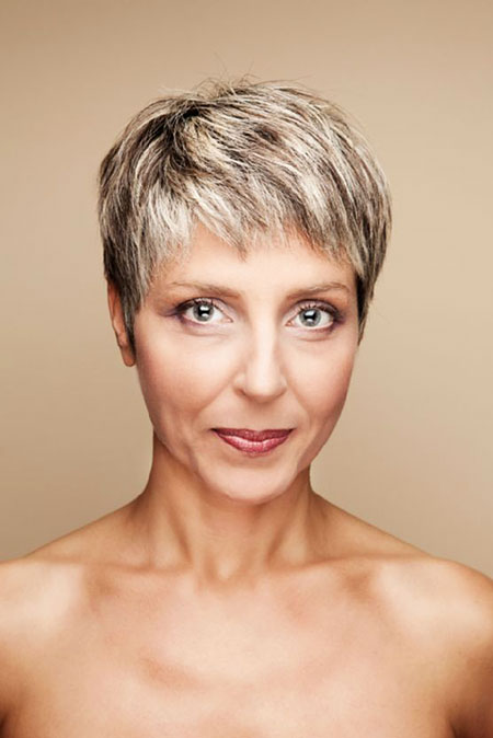 19-Older-Woman-with-Short-Hair-575 Short Hairstyles for Fine Hair Over 60