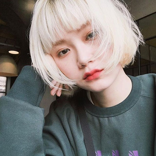 Blonde-Bob Cute and Chic Ways to Have Short Hair with Bangs