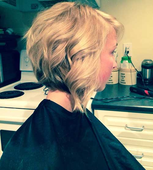 Blonde-Layered-Inverted-Bob-for-Wavy-Hair Nice Layered Wavy Bob Hairstyle