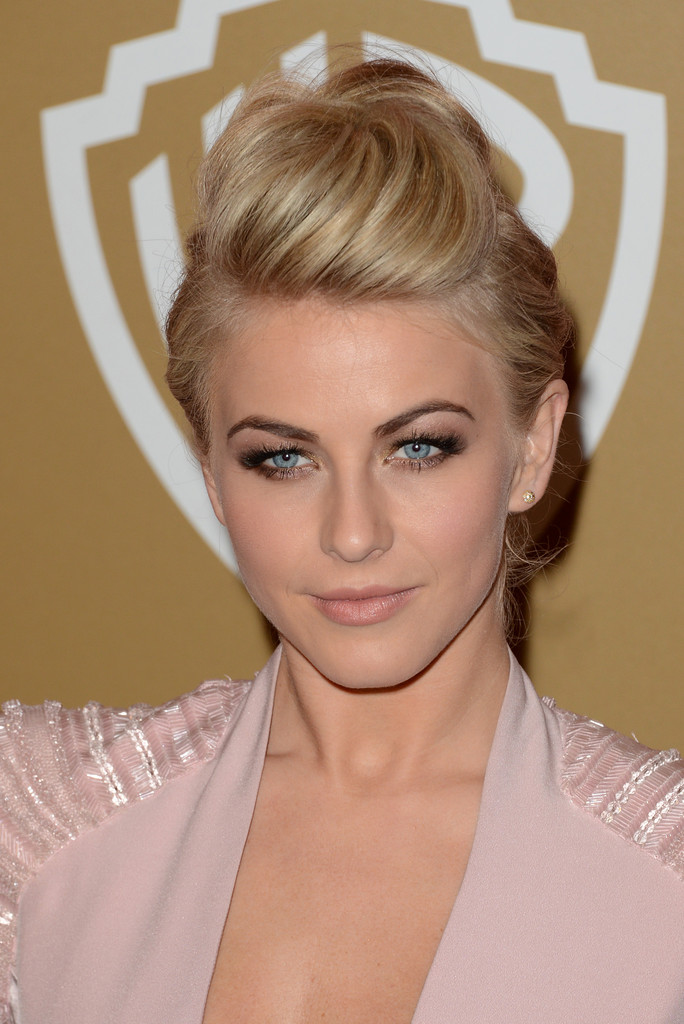 Bouffant-Hawk-Hairstyle Ravishing and Roaring Julianne Hough Hairstyles
