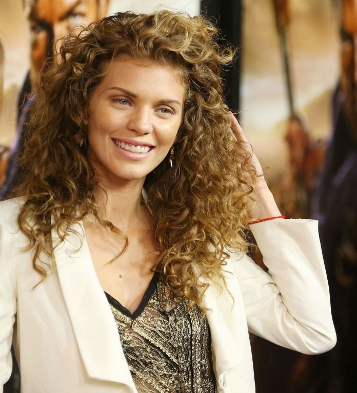 Cool-Beach-Waves Loose Hairstyles to Look Relaxed and Ravishing
