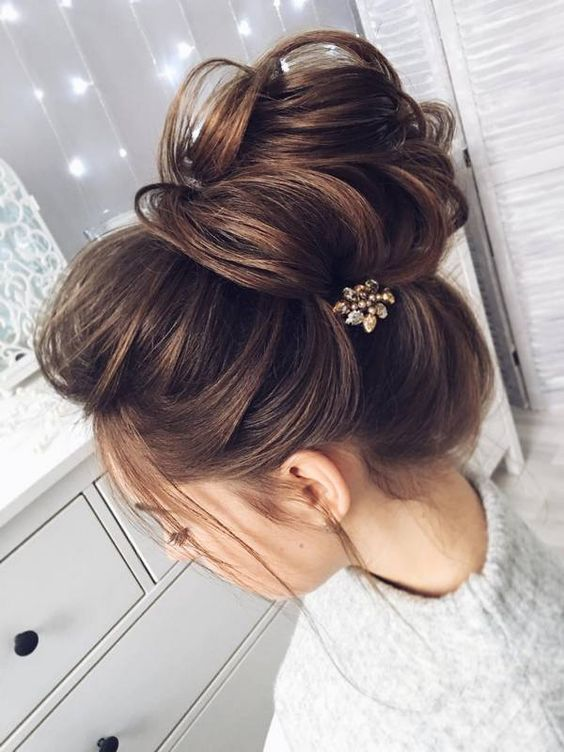 Curly-Great-Bun Wedding Hair Ideas for Spring