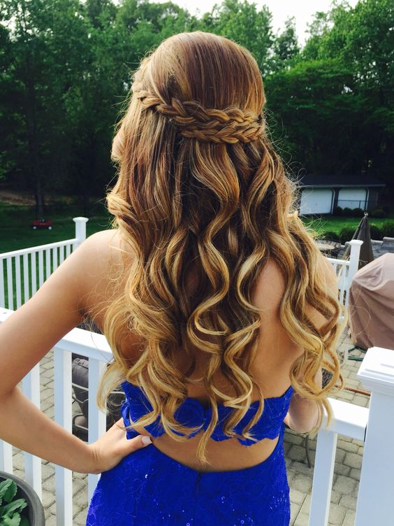 Curly-Hair-for-Evening-Dress Wedding Hair Ideas for Spring