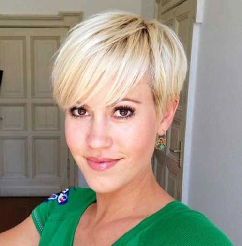 Short-Hairstyle-with-Side-Bangs Cute and Chic Ways to Have Short Hair with Bangs