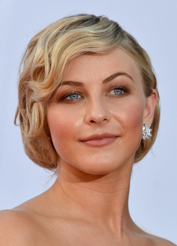 Vintage-Style Ravishing and Roaring Julianne Hough Hairstyles