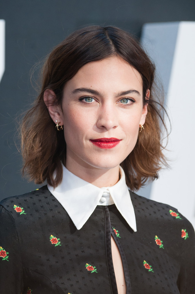 Alexa-Chung-Mid-length-Waves Trendy Celebrity Short Hairstyles You'll Want to Copy