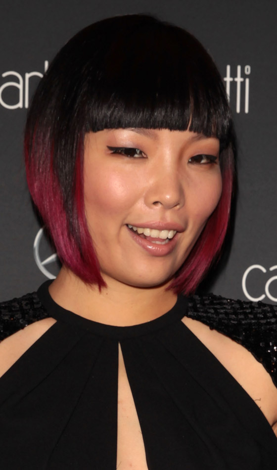 Bob-With-Blunt-Bangs-And-Red-Highlights Trendy Highlighted Bob Hairstyles You Can Try Today