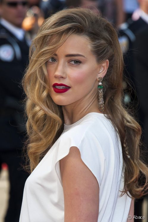 Deep-Side-Parting Elegant Hairstyles for Women