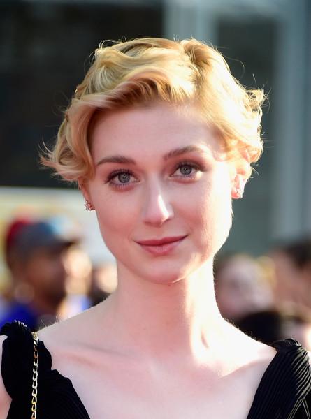 Elizabeth-Debicki-Short-Curly-Hair Trendy Celebrity Short Hairstyles You'll Want to Copy