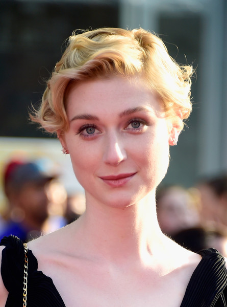 Elizabeth-Debicki-Short-Curly-Hair Trendy Celebrity Short Hairstyles You'll Want to Copy