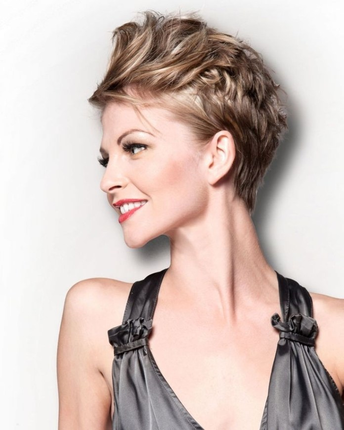 Feather-Cut Style Personified Short Hairstyles for Young Women