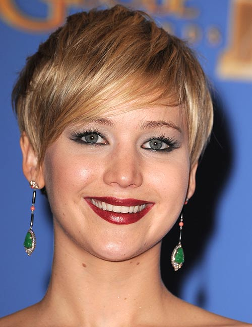 Golden-Deep-Side-Swept-Hair Celebs With Stunning Short Hairstyles