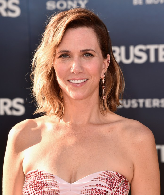 Kristen-Wiig-Wavy-Bob Trendy Celebrity Short Hairstyles You'll Want to Copy